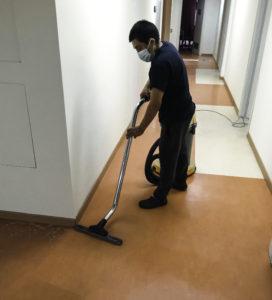 Nicolas al lavoro in un ufficio di un cliente torinese.